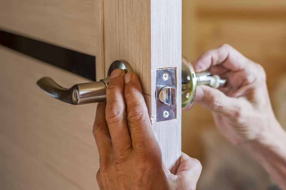 door-hardware-replacement